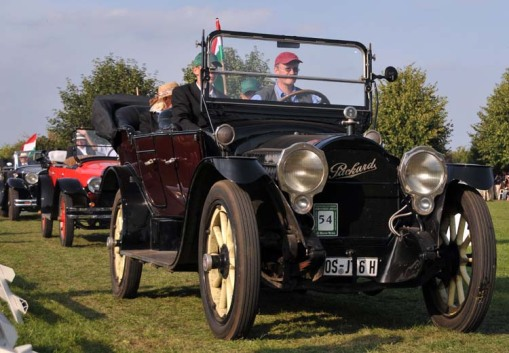 a few more of the antique cars