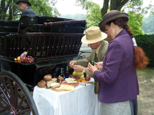 Penny & John Hunt's hostess, Consuelo de Grunne, setting up a picnic suitable for her Siamese Phaeton (photo by Penny Hunt)